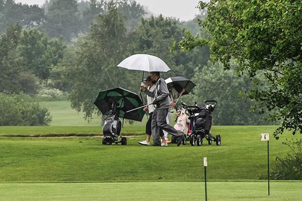 ゴルフの雨具