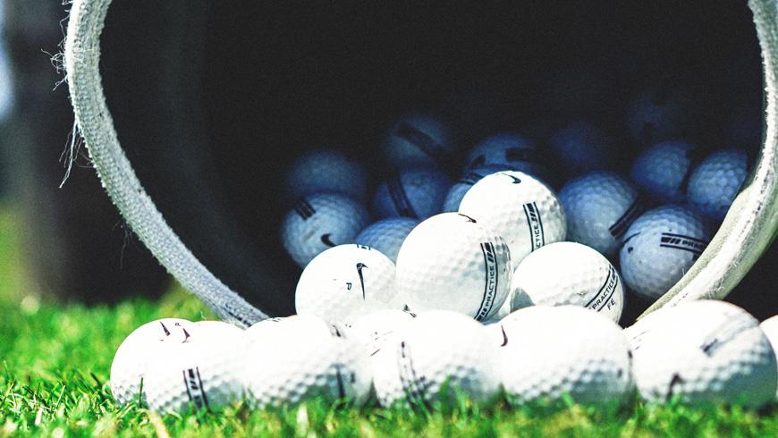 飛ぶゴルフボール