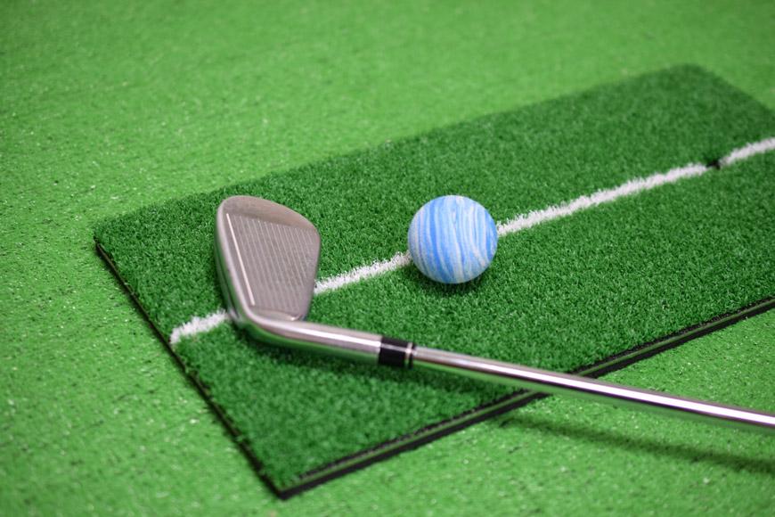 自宅でゴルフのスイング練習